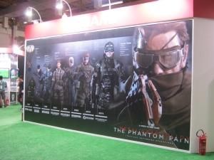 Belo mural com o histórico de jogos da franquia Metal Gear. Quase virei fã... tá, estou exagerando.