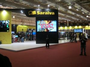 Altas promoções no estande da Saraiva, sem falar na demonstração de alguns jogos como DriveClub e FIFA 15.