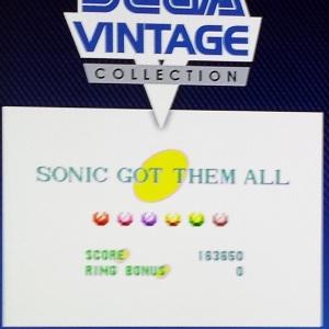 Eu também reservei um tempo pra jogar Sonic, como faço todos os anos. Na vez da foto, peguei em alguns minutos todas esmeraldas na versão de PS3. Sempre é divertido! :)