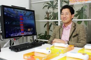 Ele, Yuji Naka, é claro. Epa, que é esse monte de Wiimote? Que história é essa do Naka com coisas da Nintendo? Isso nunca vai acontecer! Oh, wait!