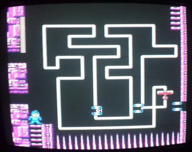 Falei que esta tela seria importante, aqui foi o melhor ponto da fase que encontrei pra recarregar a arma do Crash Man. Que ridículo...