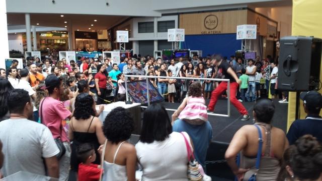 Galera se soltou bastante no Just Dance. Legal que dá pra ver uma visão do restante do evento.