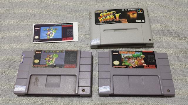 Meus cartuchos: Super Mario World, Street Fighter II: The World Warrior (JP) e Donkey Kong Country. Até label novo pro jogo do encanador eu acabei comprando.